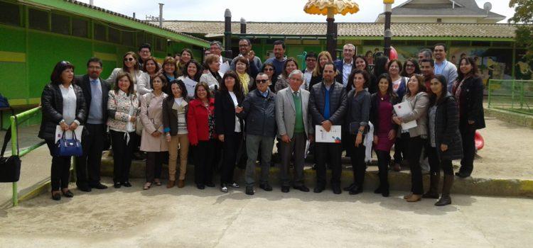 Pasantía de Liderazgo Pedagógico en Colegio Luis Cruz Martínez convocó a 22 Directores de toda la Región junto Tony Bush, experto mundial de la Universidad de Notthingham Inglaterra.